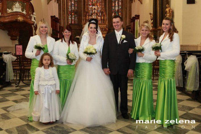 Svatební šaty a šaty pro družičky