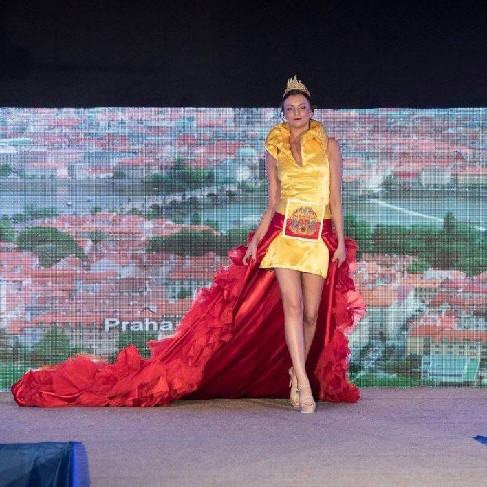 Reprezentační šaty pro Prahu