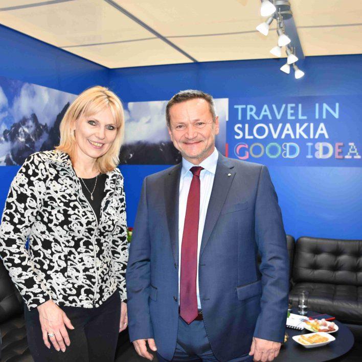 Marie Zelená a Ing. Zoltán Kovács-generální ředitel sekce cestovního ruchu Ministerstva dopravy a výstavby Slovenské republiky