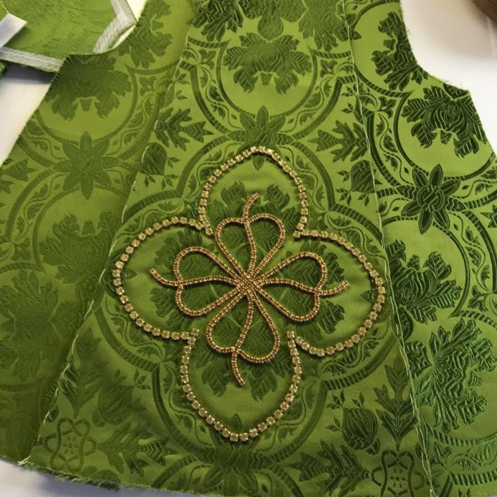 Rozešité šaty pro Pražské Jezulátko od Marie Zelené