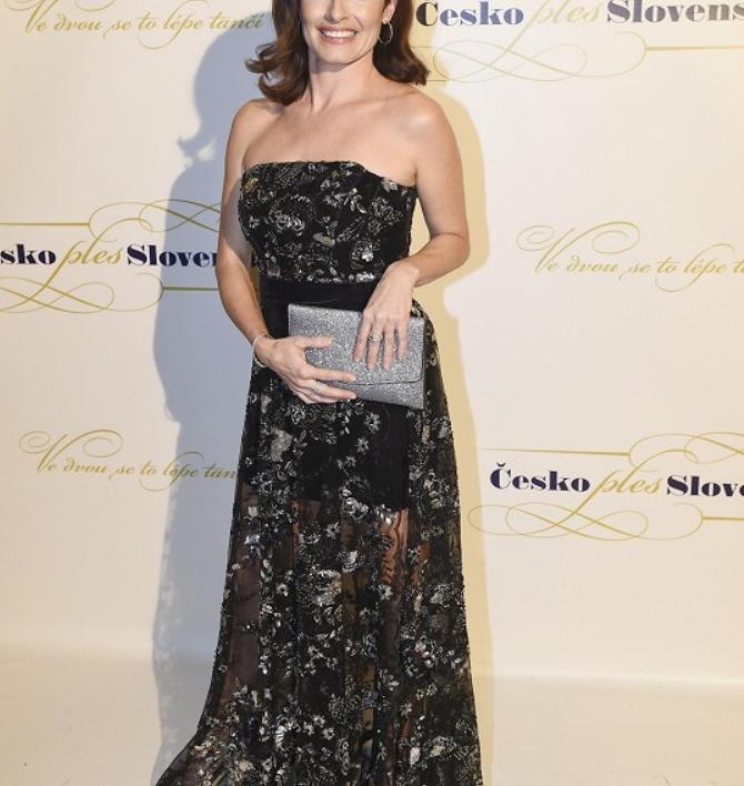 Michala Hergetová - večerní šaty na Česko-Slovenský ples - Marie Zelená, foto: Michaela Feuereislová