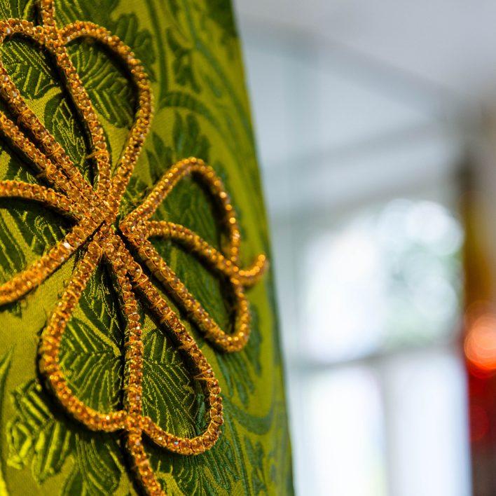 Exponát měsíce - Replika dekorativní aplikace šatů pro Pražské Jezulátko - autorka: Marie Zelená, foto Aleš Kosina, MSB