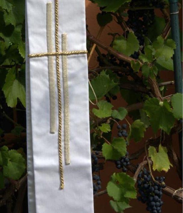 Vlněná kněžská štola s ručním zdobením - dárek od farníků z Klobouk u Brna pro ThLic. Petra Šikulu